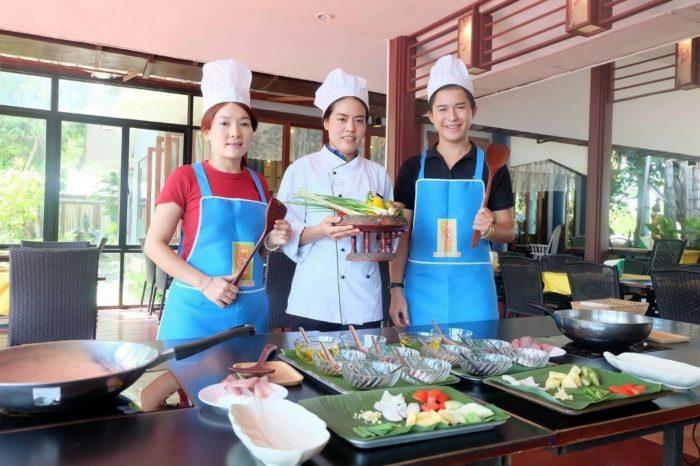 タイ伝統衣装+タイ料理作り体験(お食事付き)