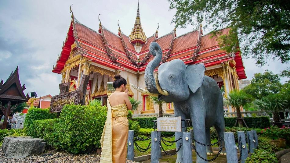 タイ伝統衣装+スパ製品作り体験