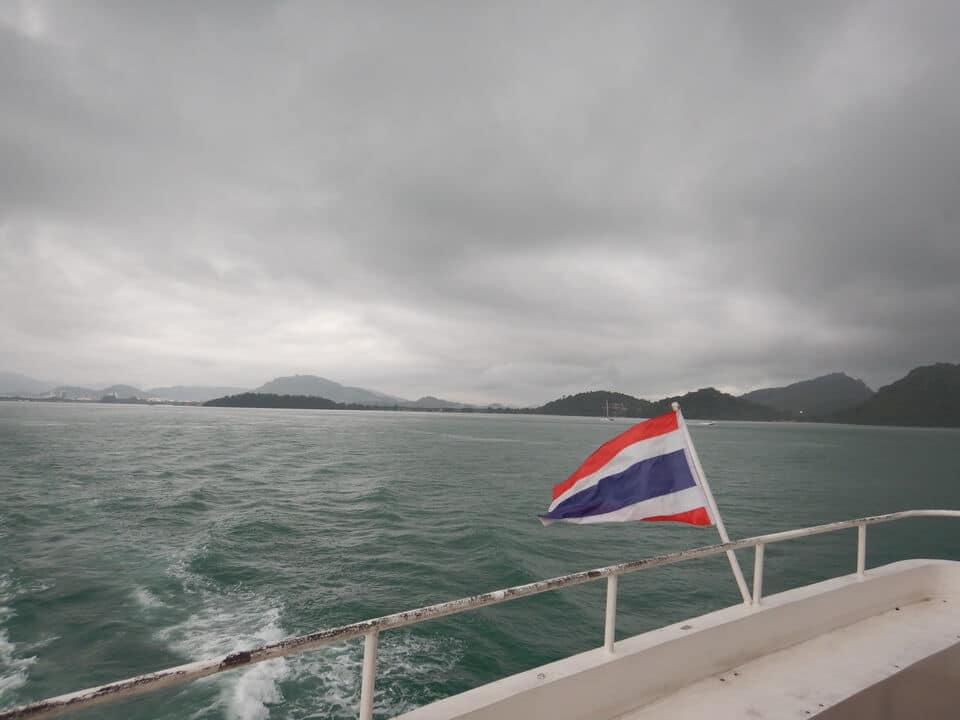 プーケット ピピ島大型船ツアー
